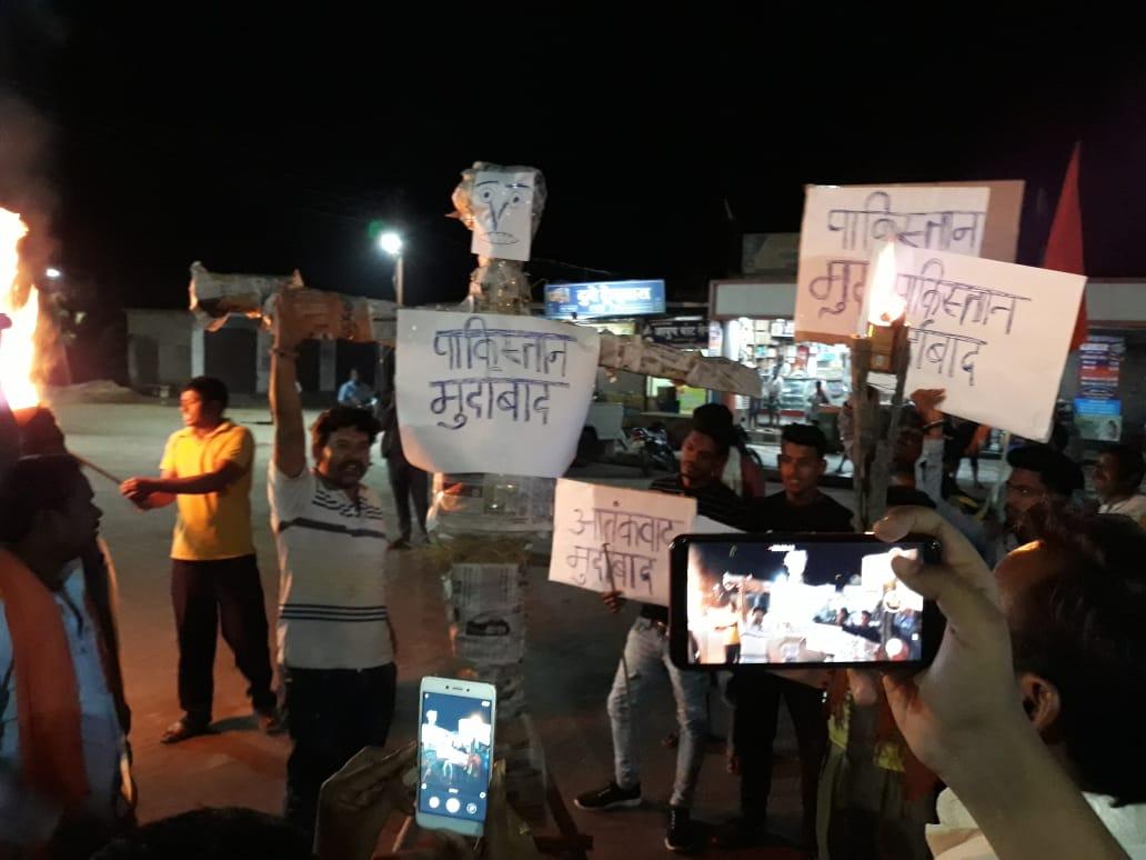 पुलवामा आतंकी हमले के विरोध में स्वस्फूर्त बन्द रही व्यवसायिक नगरी