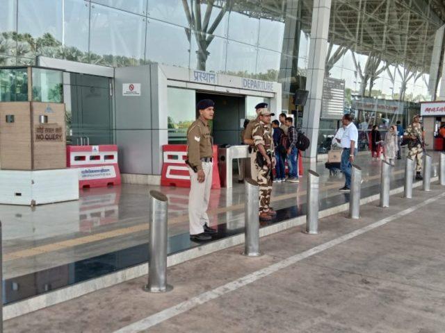 प्लेन हाईजैक की धमकी के बाद रायपुर एयरपोर्ट में भी हाईअलर्ट जारी