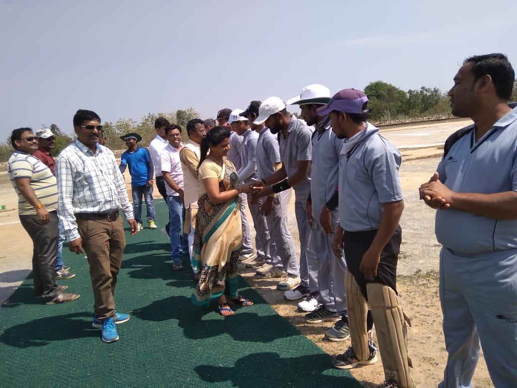 गीदम के पनेड़ा स्टेडियम में स्वर्गीय बलीराम कश्यप ड्यूज बाल क्रिकेट प्रतियोगिता का आयोजन