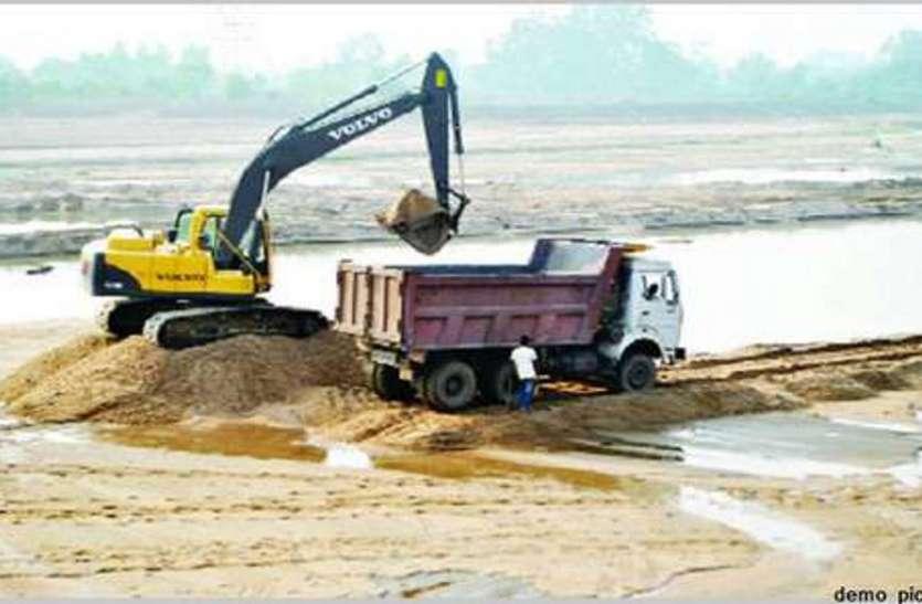 अवैध रेत खनन के विरुद्ध खनिज विभाग की व्यापक कार्रवाई, दस पोकलेन और 75 वाहन जप्त