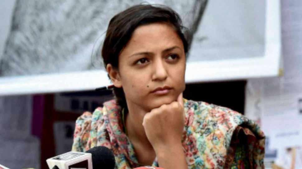 यूएनएनयू की एक्टविस्ट शेहला राशिद पेक न्यूज के फैलाने के आरोप में मुकदमा दर्ज किया गया