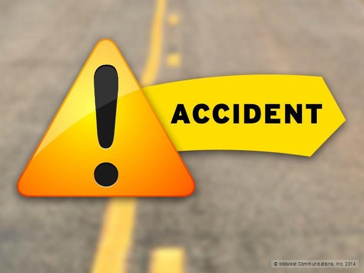 स्कूल बस के पलटने से 14 बच्चे घायल