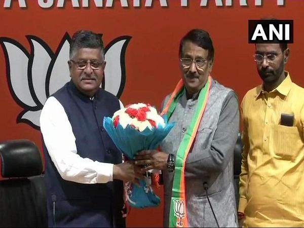 गांधी परिवार के बेहद करीबी रहे कांग्रेस प्रवक्ता ने थामा भाजपा का हाथ,