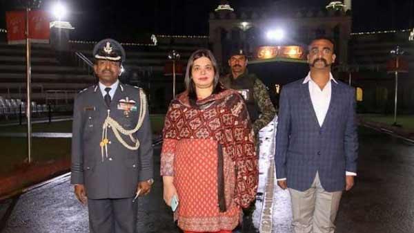 दिल्ली पहुंचे वायुसेना के विंग कमांडर अभिनंदन