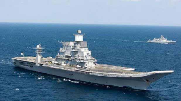पुलवामा आतंकी हमले के बाद पाकिस्तान के साथ लगातार बढ़ते हुए तनाव को देखते हुए भारतीय नौसेना ने उत्तरी अरब सागर पर वॉरशिप तैनात कर दिए थे. नौसेना अधिकारियों ने यह जानकारी दी.