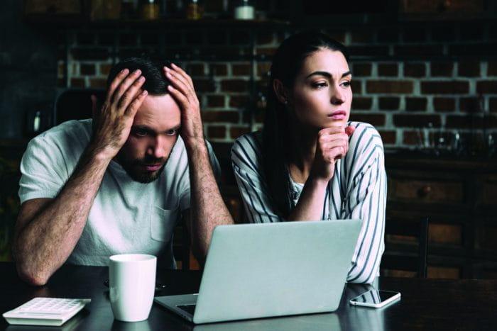पुरुषों को अपनी 5 ऐसी आदतों में बदलाव लाने चाहिए जो उनके रिश्ते में दरार ला सकती है