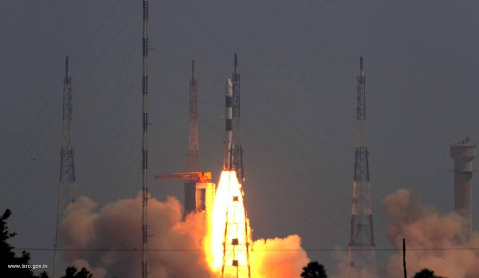 भारत ने अंतरिक्ष की तीन अलग कक्षाओं में लांच किये