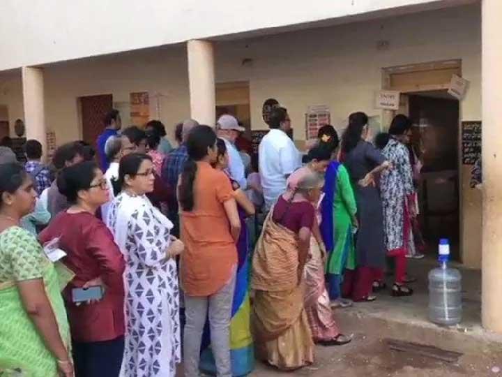 91 सीटों पर वोटिंग जारी