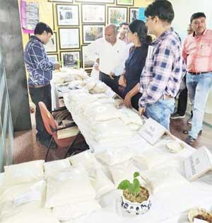 छत्तीसगढ़ भवन में चावल खरीददारों की लगी भीड़
