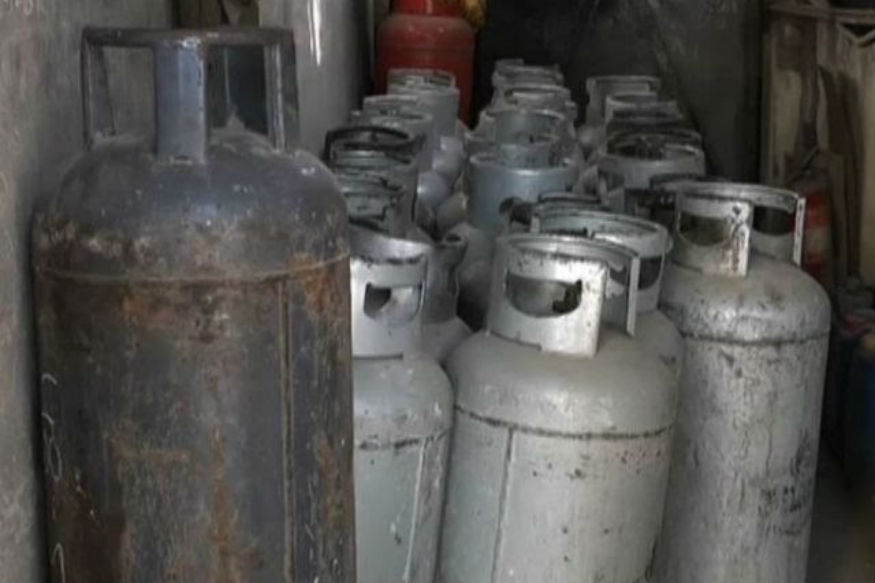 भारत में बढ़ी कीमतों के बीच पाकिस्तान में LPG सिलेंडर