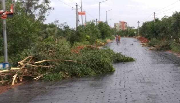 केन्द्र ने तूफान प्रभावित ओडिशा में बिजली एवं दूरसंचार सेवाएं बहाल करने के लिए राहत कार्य तेज किए