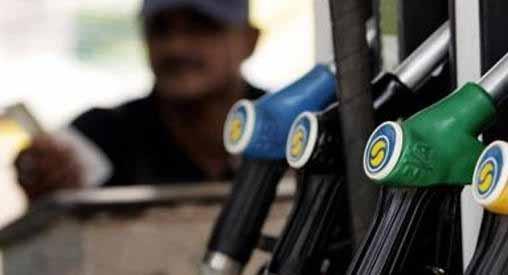 भारत में पेट्रोल और डीजल की कीमतों में लगातार कटौती हो रही है