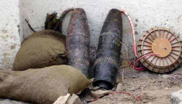 घर में खतरनाक बम बनाती पकड़ी गई महिला
