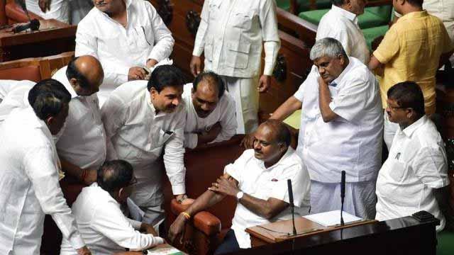कर्नाटक में कांग्रेस-जेडीएस गठबंधन सरकार का भविष्य अभी भी अधर में लटका हुआ