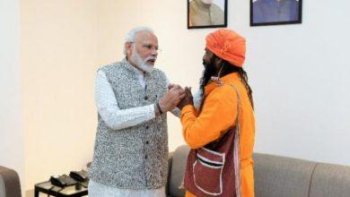 प्रधानमंत्री नरेंद्र मोदी ने रिक्शा चालक मंगल केवट से की मुलाकात