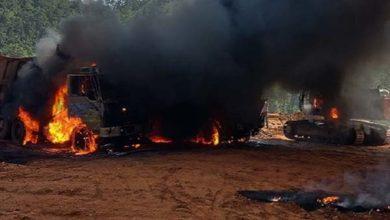 नक्सलियों ने 9 वाहनों में लगाई आग