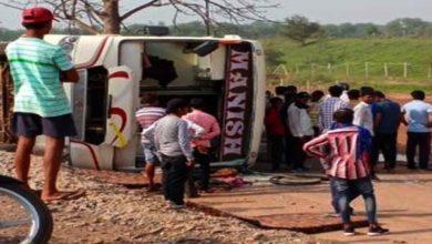 अभनपुर में बस पलटी, 12 यात्री घायल 6 गंभीर