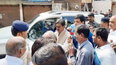 विधानसभा अध्यक्ष डॉ महंत के वाहन को स्थानीय लोगों ने रोका