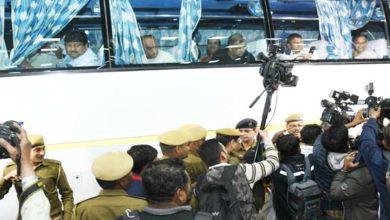 गुजरात में कांग्रेस के 3 विधायकों का मोबाइल बंद, 2 ने दिया इस्तीफा, 14 विधायक भेजे गए राजस्थान
