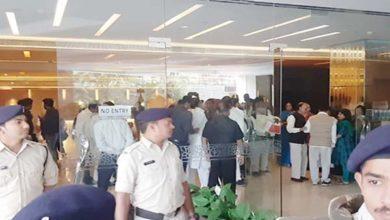 मप्र का सियासी ड्रामा बिना फुलस्टॉप कॉमा, होटल मैरियट पहुंचे कांग्रेस के 85 विधायक